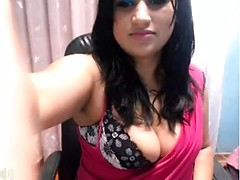 Chubby sex bhabi shows off in front of the webcam